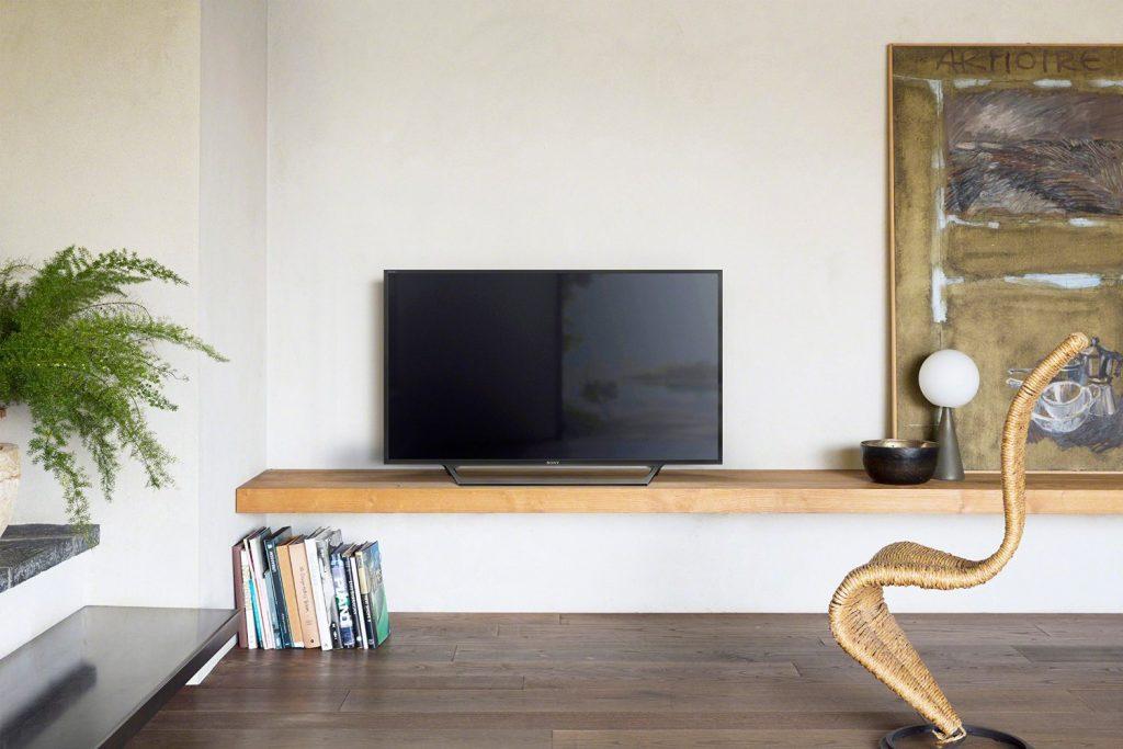Телевизор хорошо впишется в любое помещение