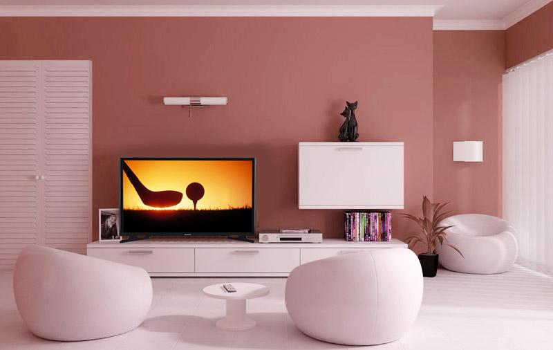 Телевизор, благодаря своему дизайну, хорошо вписывается в помешение